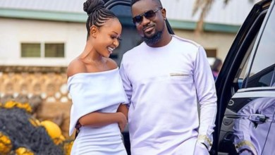 Photo of Akuapem Poloo loses it after Sarkodie mentioned her name in new song off 'No Pressure' album | Watch