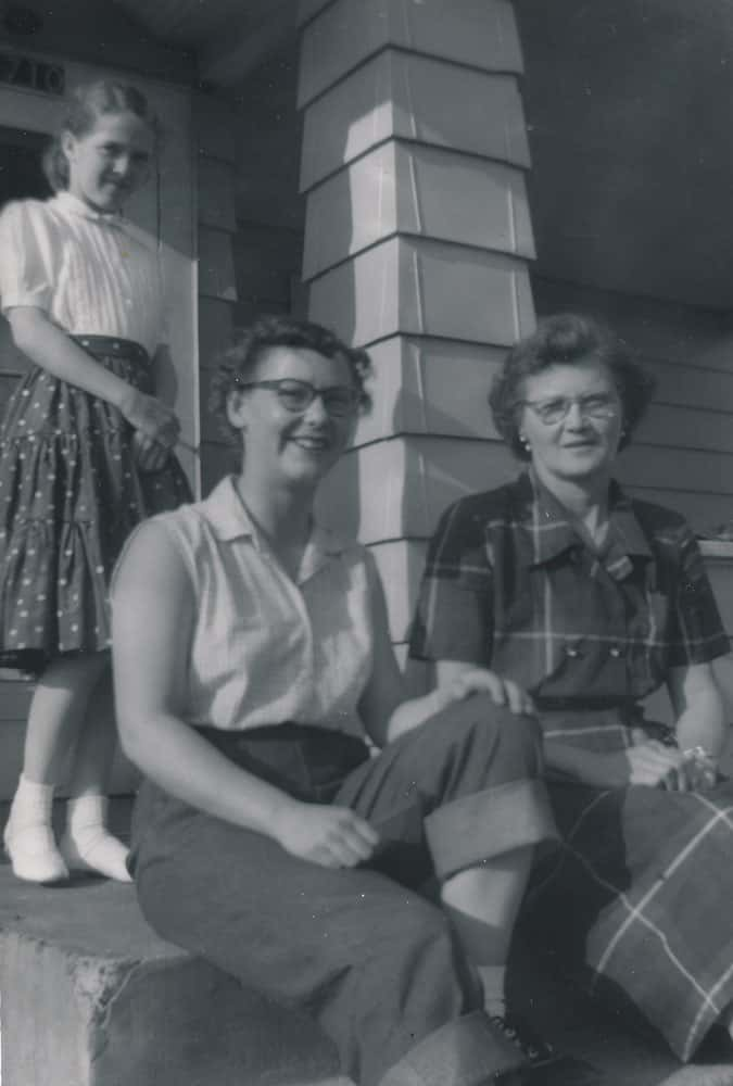 Gail (seated, left) visiting Wanda DeMoe (right). Standing behind them is Moe's sister, Patty.