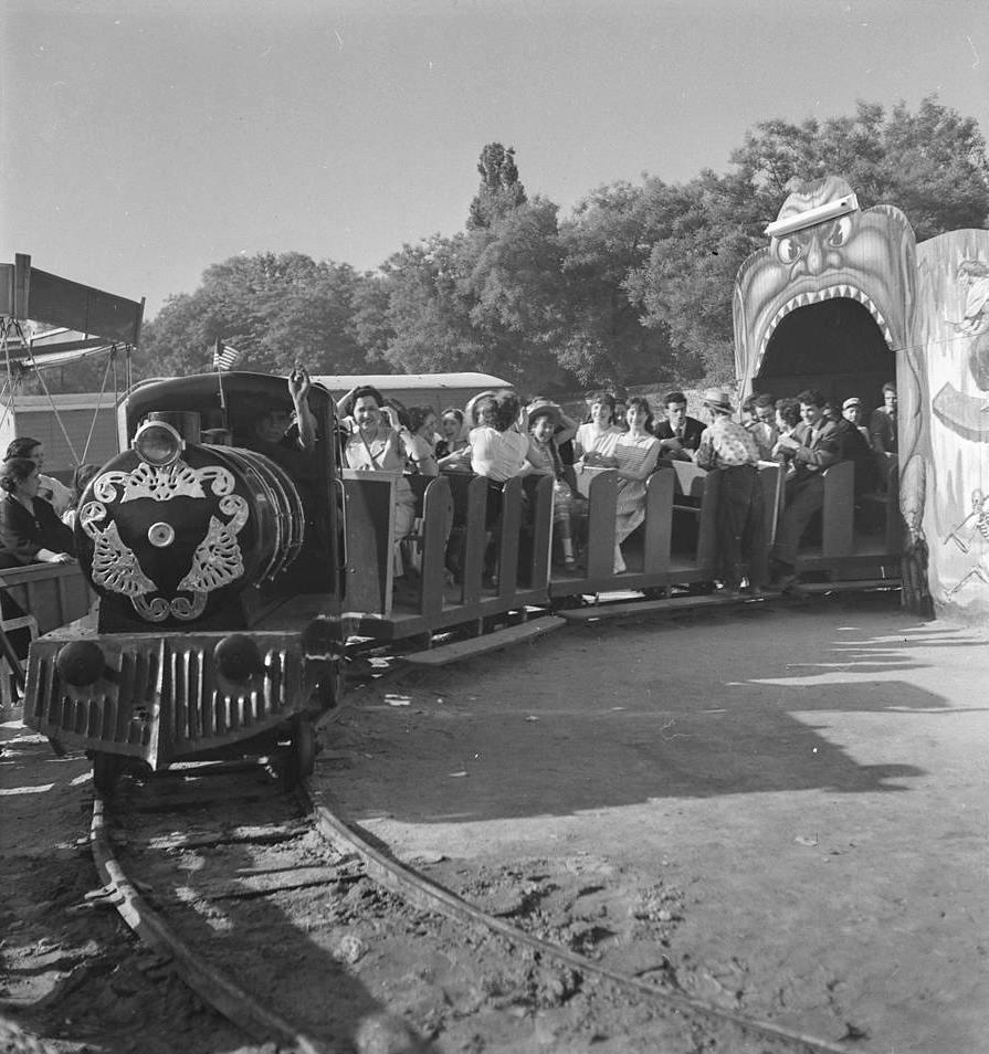 El tren de la bruja durante la verbena de San Antonio de la Florida.