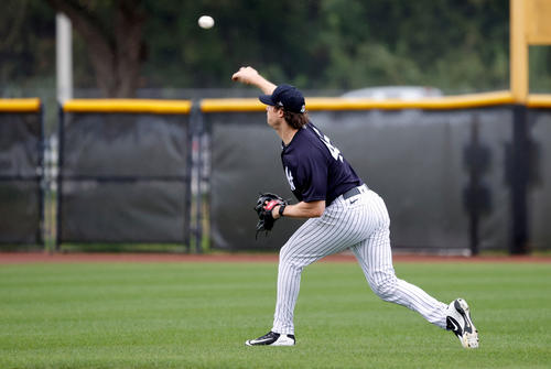 Yankees Cole (Reuters) playing catch