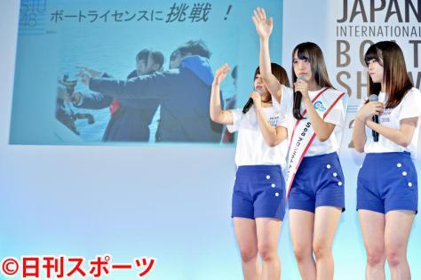小型船舶操縦士2級免許の講習の様子を振り返るSTU48。左から藤原あずさ、福田朱里、矢野帆夏(撮影・森本隆)