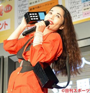 平野ノラ「本名は、ちあきです」本名記入のケーキで43歳誕生日をお祝い