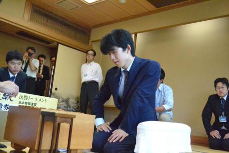 第31期竜王戦決勝トーナメント2回戦、増田康宏六段戦に臨む藤井聡太七段