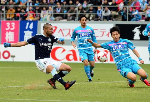 後半11分、チーム2点目を決める磐田FW川又(左端)