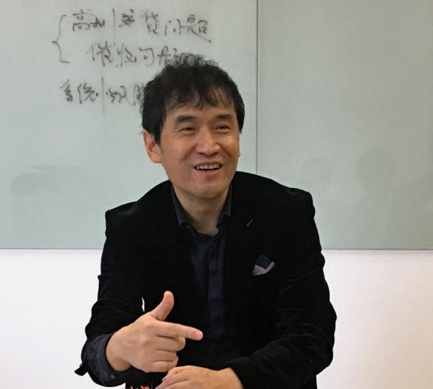 アリペイを展開するアント・フィナンシャルの陳CSOは「中国でフィンテックはすでに生活に溶け込んでいる」と話す(11月、浙江省)
