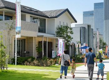 住宅ローン減税がマイホーム購入を後押ししている(住宅展示場)