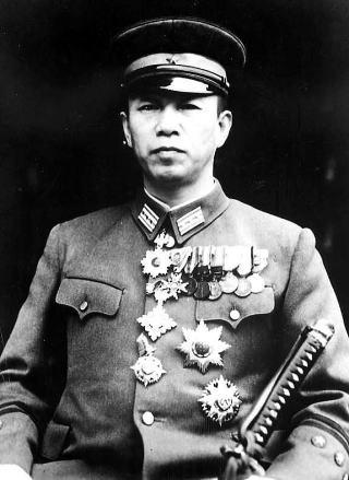 1945年当時の陸軍大佐の制服(服部卓四郎陸軍大佐、public domain)