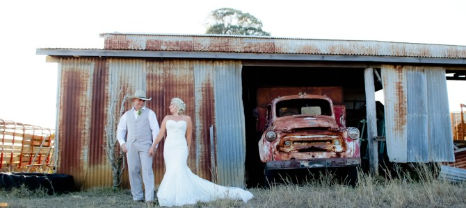 ROCKHAMPTON WEDDING PHOTOGRAPHY {Ebonie + Josh – FLASHBACK FAVE}