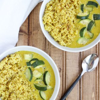 4 Ingredient Coconut Curry Rice - {vegan, gluten free, dairy free, healthy} www.nikkisplate.com