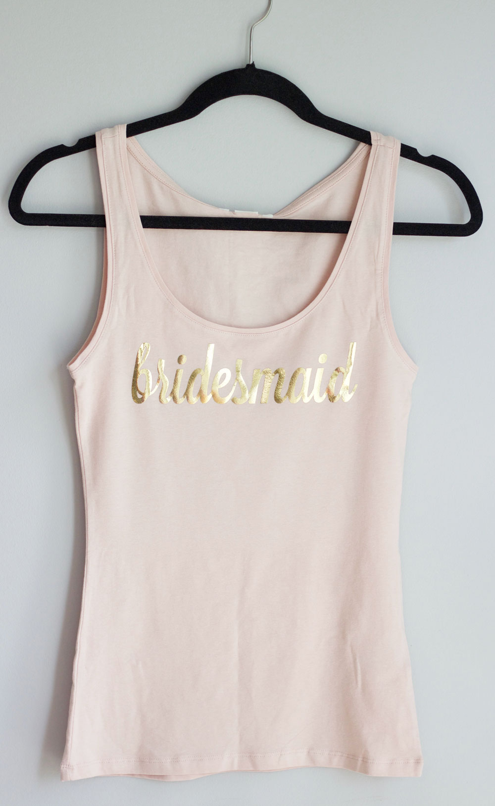 DIY bridesmaid tank top shirts blush and gold || Bridesmaids proposal || www.nikkisplate.com