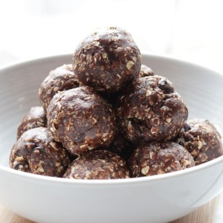 Chocolate Peanut Butter Balls; vegan and gluten free snack balls bursting with unprocessed protein. One bowl, and no bake. Packed with energy boasting hemp seeds, and oats, with a kick of chocolatey cocoa powder and peanut butter.{Vegan, GF, Dairy Free, Refined Sugar Free, Raw}