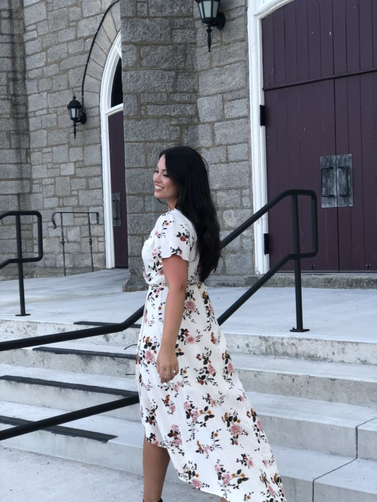 Wedding Rehearsal Tips; My tips and tricks for throwing a perfect dress rehearsal for your wedding. How to save money, capture the moment and still enjoy your night! - www.nikkisplate.com