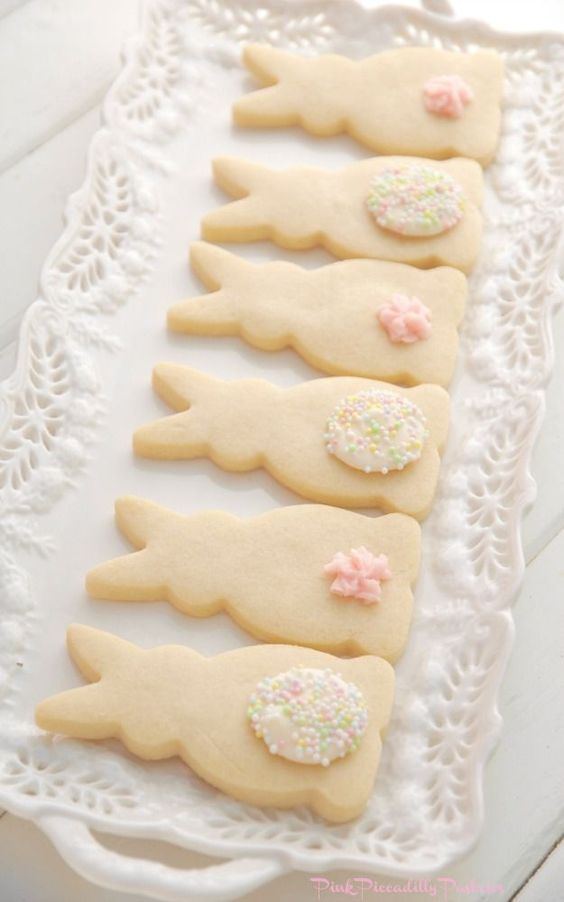 Vanilla Shortbread Bunnies cookies || || Cute Easter Recipes || Dessert - www.nikkisplate.com