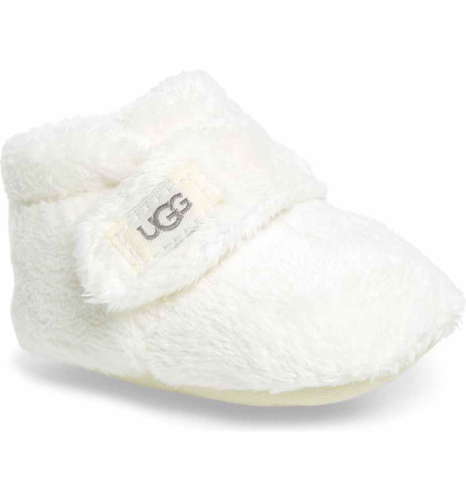 The Little Baby Holiday Gift Guide; Have a new baby to buy for this Christmas? Here are some present ideas for him or her! slippers #holidaygiftguide #newbaby #slippers