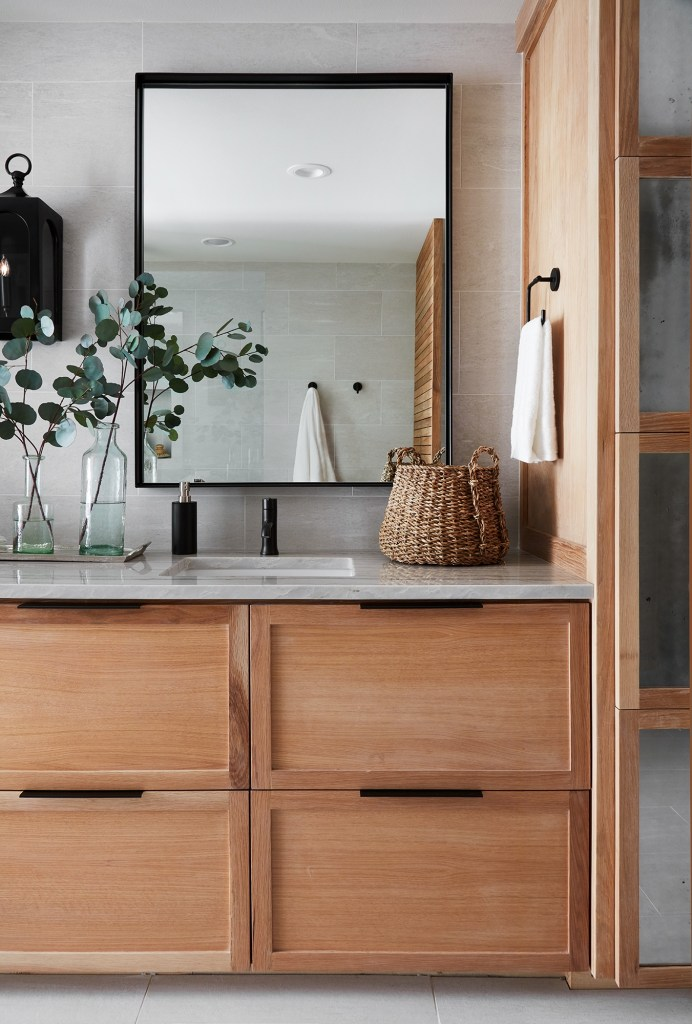 Best Bathrooms by Joanna Gaines; Fixer upper's top bathroom renovations by Joanna and chip Gaines! These rustic, country with hints of modern perfection bathrooms are everything #joannagaines #bathroom #bathrooms #renovations - Nikki's Plate
