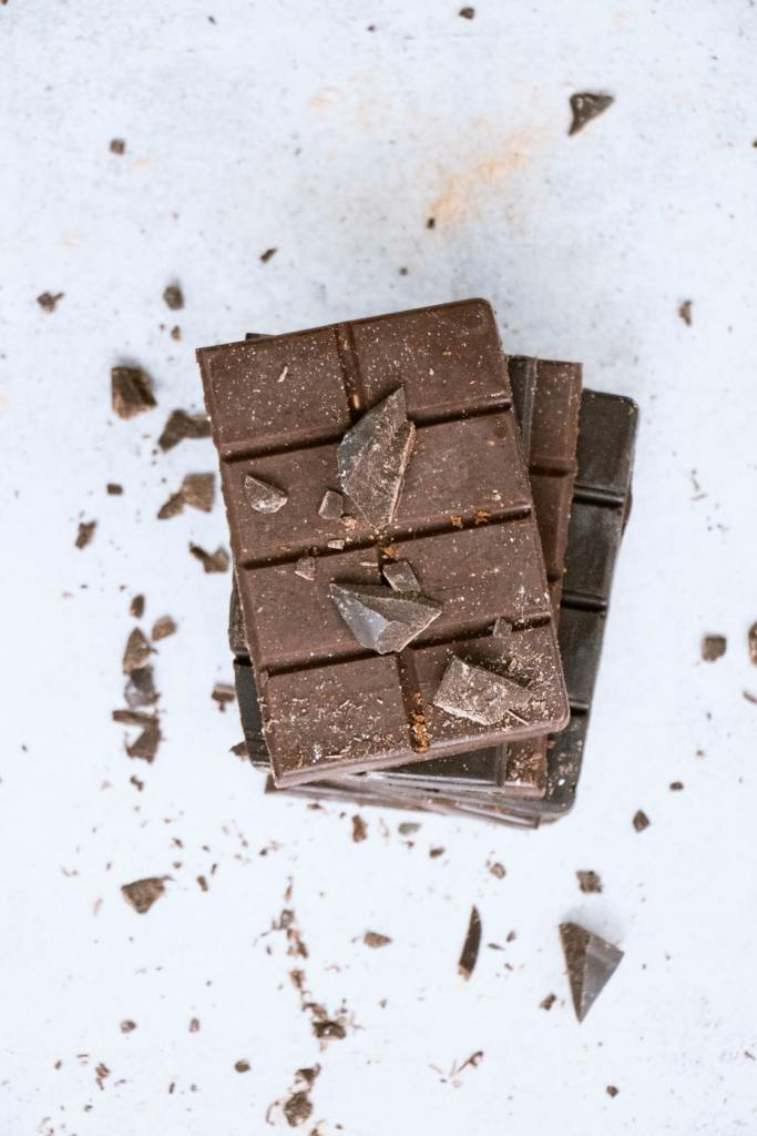 Snacks that Really Healthy People Eat; dark chocolate