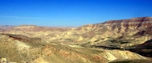 Wadi Mujib. Ein riesiges Trockental in Jordanien. Der Grand Canyon Arabiens. Foto: www.nikkiundmichi.de