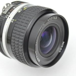 Nikon Nikkor 35mm 2.8 AIS hervorragende Schärfeleistung und mit hohem Kontrast schon bei Blende 2.8