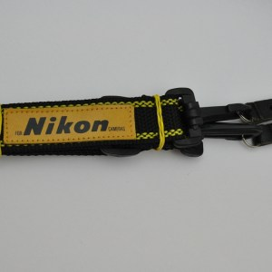 Nikon Schulterriemen gelb-schwarz mit Lederschriftzug