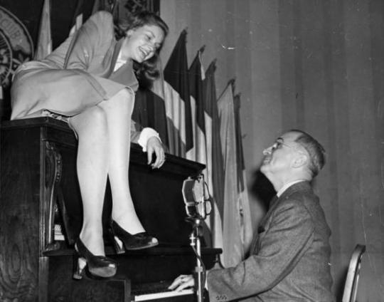 Lauren_Bacall_with_Vice_President_Truman