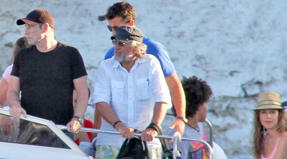 de-niro-Travolta-10.8.12-in-Santorini