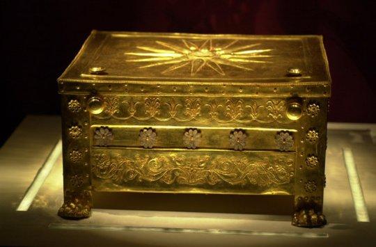 Βεργίνα, Μουσείο, ευρήματα, Μανώλης Ανδρόνικος, bergina-brethike-i-nekriki-maska-tou-basilia-filippou, Vergina, Andronikos, nikosonline.gr