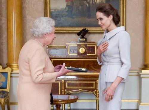 Cosmos, Angelina Jolie, Queen Elizabeth II, Dame, Nikos On Line, ATZELINA TZOLI, VASILISSA ELISAVET, nikosonline.gr