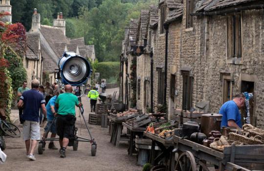 03-Castle-Combe-War-Horse-Steven+Spielberg+Begins+Filming+Adaptation+BCLfiFWC8_Hl