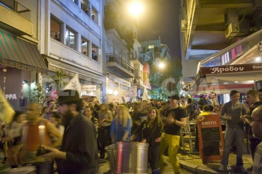 1399796088-cannabis-street-parade-in-athens_4709862