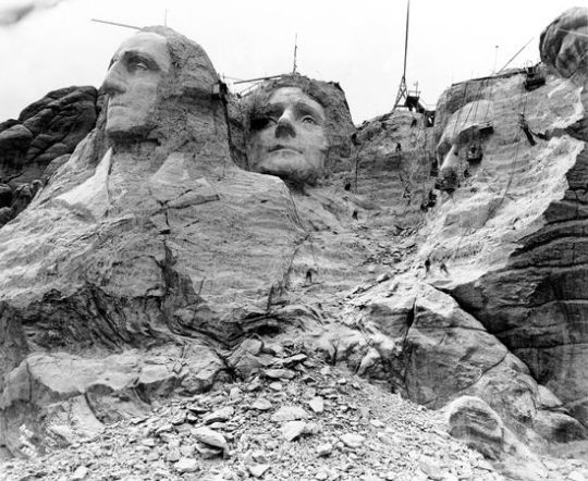 mount-rushmore-construction-distant_64401_600x450