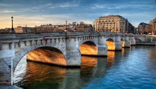 pont-neuf-and-samaritaine-paris-france-romain-villa-photographe