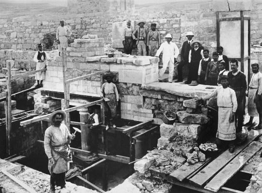 evans, grand staircase, Knossos, Arthur Evans, Άρθουρ Έβανς, αρχαιολόγος, Κνωσός, Κρήτη, Knossos, nikosonline.gr