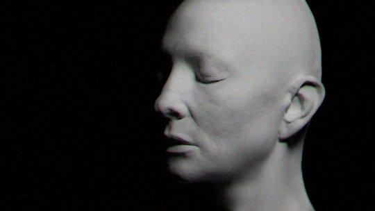 Cate Blanchett. Το τραγούδι είναι γραμμένο από τον Daddy G. των Μassive Attack