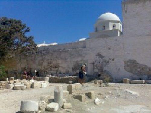 Ανάφη, Μοναστήρι, Ναός Απόλλωνα, αρχαιότητες