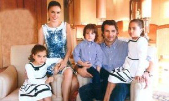Αντώνης Βλοντάκης συν γυναιξί και τέκνοις, Antonis Vlontakis, Κορίνα Στεργιάδου, γονείς, παιδιά, nikosonline.gr