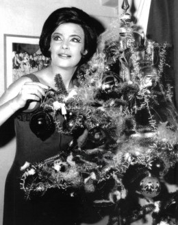 RETRO CHRISTMAS, VINTAGE XMAS, HOLLYWOOD STAR, ΧΡΙΣΤΟΥΓΕΝΝΑ, NOSTALGIA, ELVIS, MARILYN, nikosonline.gr