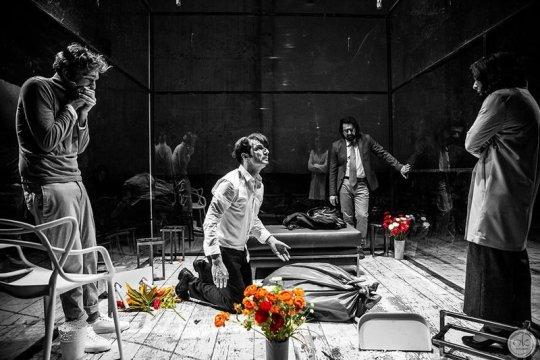 Ο Νο1 ηθοποιός μας, ΝΙΚΟΣ ΚΟΥΡΗΣ, NIKOS KOURIS, THEATRO, ΘΕΑΤΡΟ, ΓΙΔΑ, ΣΥΛΒΙΑ, EDWARD ALBEE, nikosonline.gr