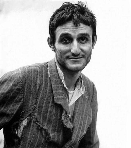 Σωτήρης Μουστάκας, τζόγος, πάθος, ηθοποιός, θέατρο, ελληνικός κινημτογράφος, κωμικός, Sotiris Moustakas, komikos, Ellinikos kinimatografos, nikosonline.gr