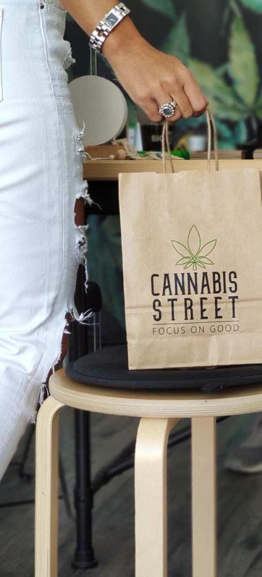 Στον δρόμο για την κάνναβη, Cannabis street, Giannis Kotzas, Porto Rafti, πορτο ράφτη, μαγαζί, φαρμακευτική κάνναβη, nikosonline.gr