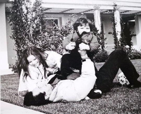 Μια ζωή, δύο γυναίκες, τέσσερα παιδιά, Νίκος Κούρκουλος, Nikos Kourkoulos, ηθοποιός, Εθνικό θέατρο, nikosonline.gr
