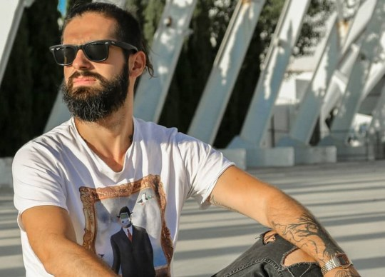 Κατηγορούν, σεξουαλική παρενόχληση, Κώστας Ζάπας, σκηνοθέτης, Costas Zapas, skinothetis, Kostas Zapas, αγορια, agoria, sex, gay, nikosonline.gr