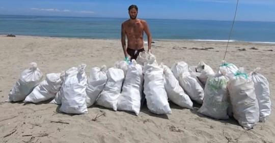 Ο Σουηδός τουρίστας και τα σκουπίδια, Χαλκιδική, Daniel Törnkvist, καθαρισε παραλίες, λαός βρωμιάρηδων, nikosonline.gr
