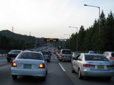 Samstag Spätnachmittag auf den Straßen von Seoul