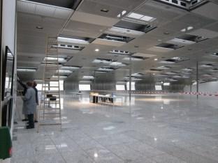 Am Frankfurter Flughafen ist noch viel Platz für Erweiterung - und Kunstaustellungen.
