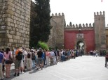 Schlangestehen am Real Alcázar