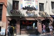 Das Stonwall Inn in der Christopher Street, ein historischer Ort der Schwulenbewegung