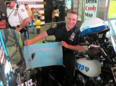 NYPD Cop mit der Dreckqueen