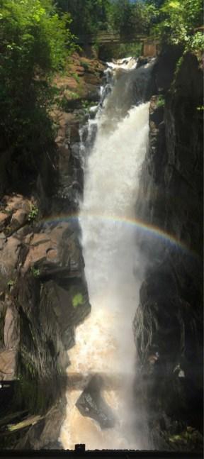 Wasserfall-Panorama hochkant