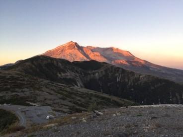 Der Mount St. Helens im Sonnenaufgangslicht
