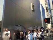 Schwarze Schirme gab's, schwarze iPhones nicht